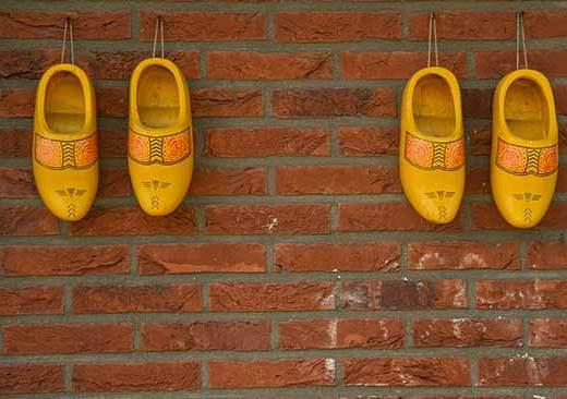 sabot-sur-mur-hollande