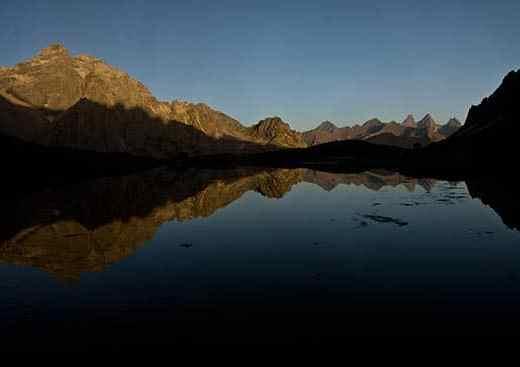 lac-des-cerces-alpes-reflet