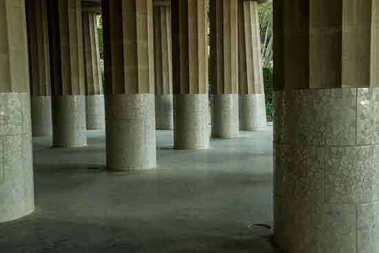 hypostyle-park-guell-barcelone