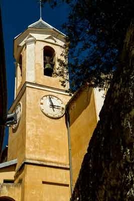 Peillon-église-village-perché-arrière-pays-niçois