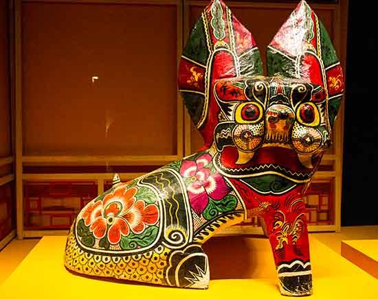 lisbonne avec un enfant musée-de-l'Orient-lisbonne-sculpture