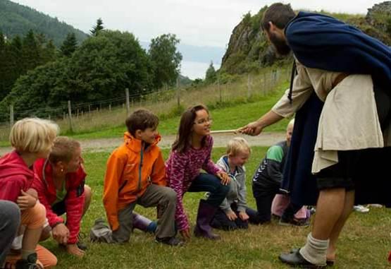 musee-trondheim-enfants faits chevaliers-norvege