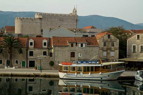 Hvar-Croatie-village-pecheurs