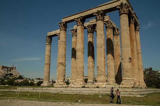 athenes-avec-enfants-temple-Olympeios