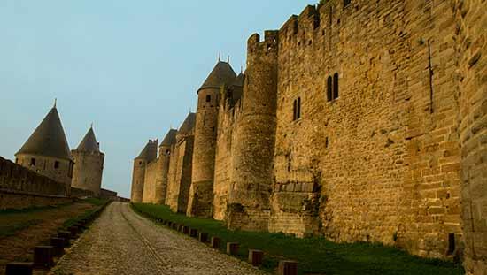 carcassonne-en-famille-remparts