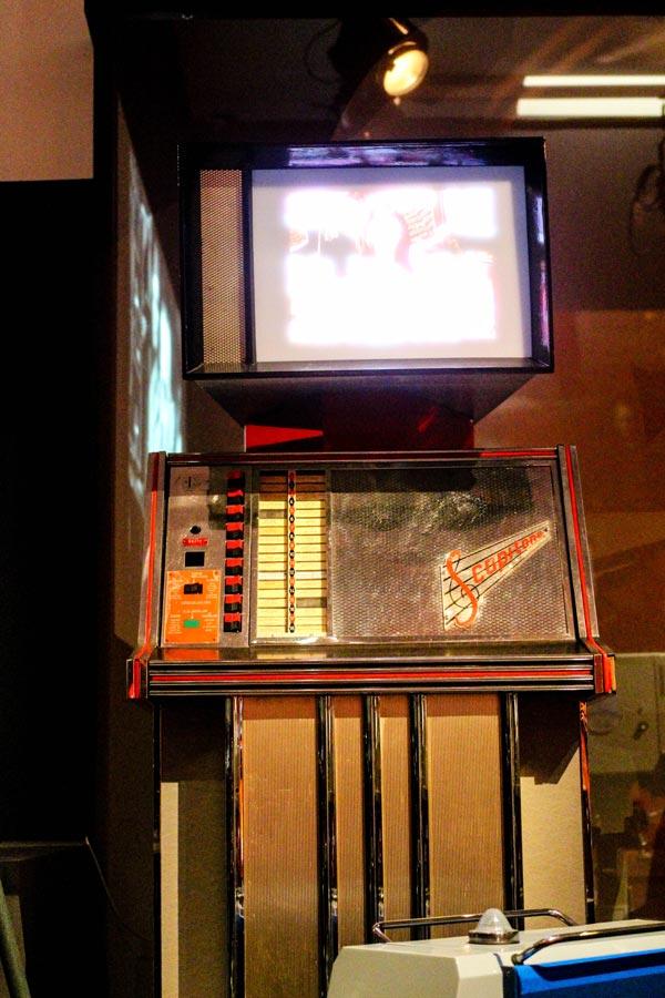 enfntsterribles-watchread-paris-museum-film-experiment