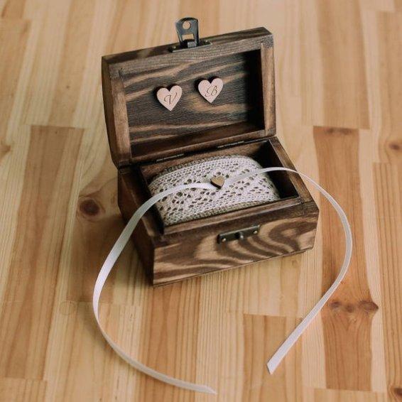 ringbox with ribbon
