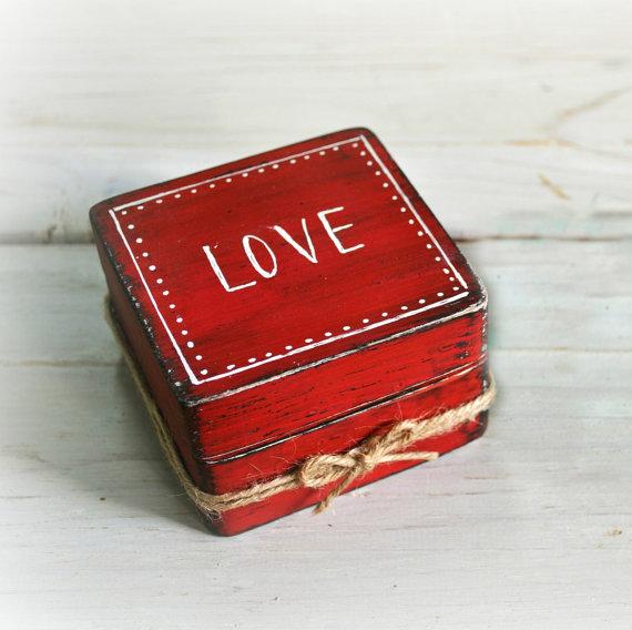 Red rustic ring box by Varma Lumo