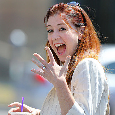 Alyson-Hannigan-Shows-Off-Her-New-Diamond-Ring-Pictures
