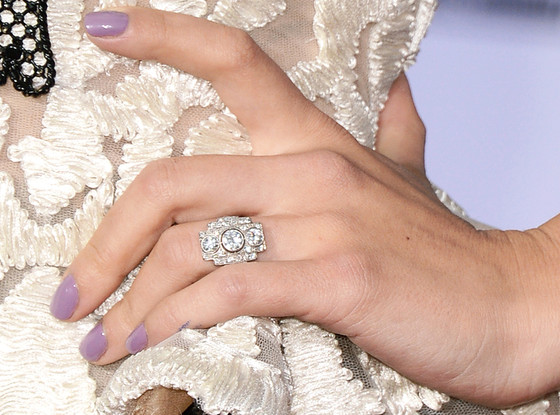 scarlett-johansson-engagement-ring-2