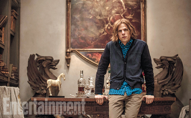 O visual do actor Jesse Eisenberg, como o vilão Lex Luthor.