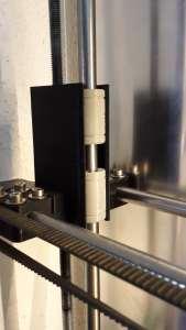 Die Igus-Lager passen in - maßlich sauber gedruckte - 3D-Druckteile für LM8UU-Lager.