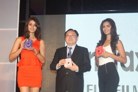 Femina Miss India 2015 Winners & Mr Yasunobu Nishiyama San, MD, Fujifilm India