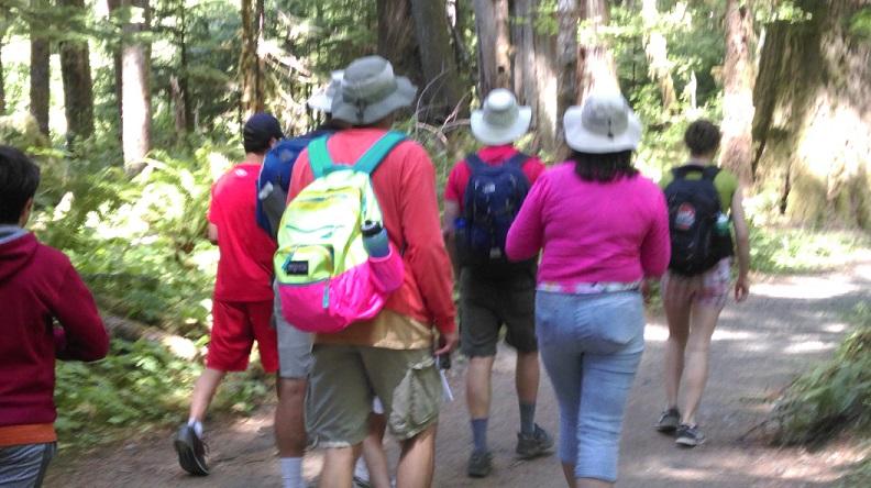 Family Vacation Hike 792x444