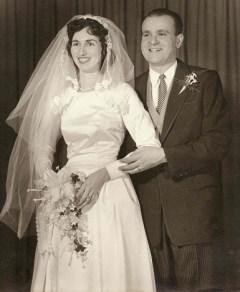 Mom and Dad Wedding Protrait 385x486