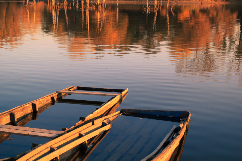old-wooden-boat-on-lake-000082852863_small