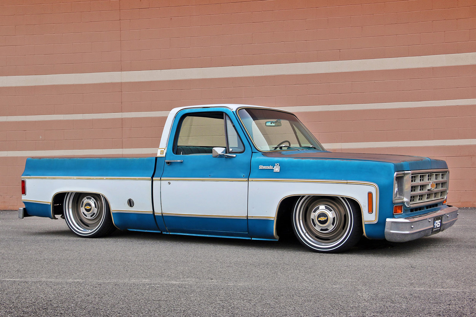 Chevy c10 with a 408 ci lsx engineswapdepot to show off their slammed version of their 1973 1987 c10 spec chassis the team at roadster shop took a worn 1976 chevy c10 truck and installed one under sciox Image collections