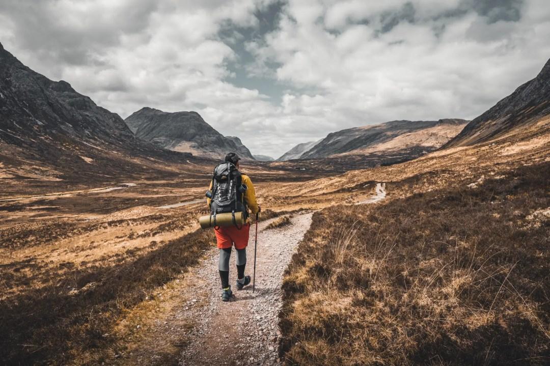 Wandern Packliste - Checkliste mit allen Dingen, die du für eine Wandertour brauchst.