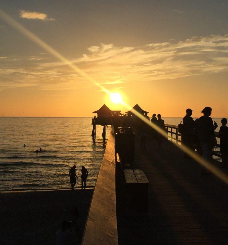 Fique próximo ao Naples Pier para assistir ao pôr do sol!. Foto: Enjoy Miami