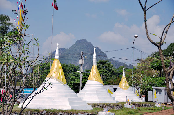 three-pagodas-pass