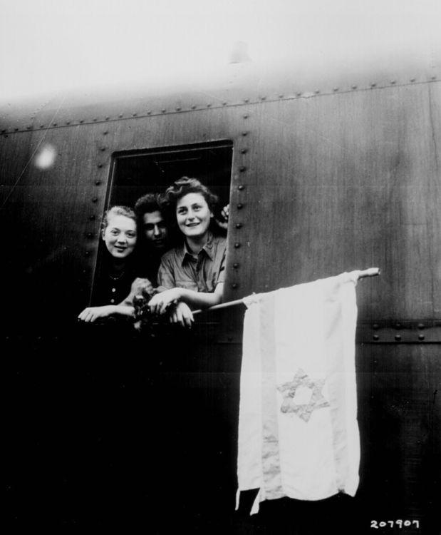 1945 - Sobrevivientes de Buchenwald en camino a Israel - Enlace Judío México