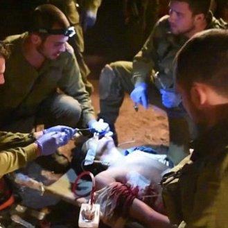 soldados IDF rescatan sirios heridos para tratamiento1
