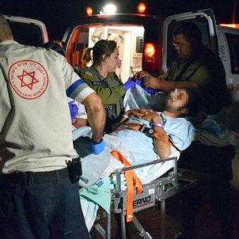 soldados IDF rescatan sirios heridos para tratamiento15