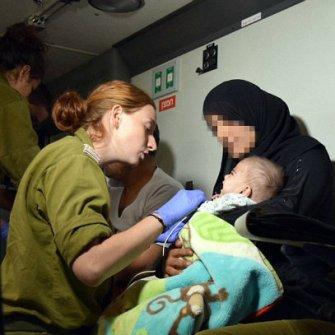 soldados IDF rescatan sirios heridos para tratamiento9