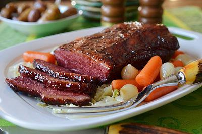 Corned beef glaseado de durazno