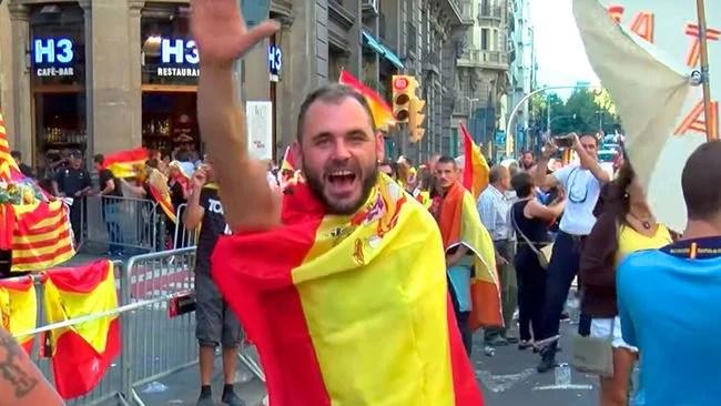 Nazis salen a las calles en las protestas en España