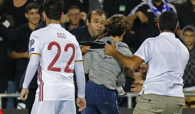 Detienen a seis aficionados israelíes que ingresaron al campo durante partido España-Israel