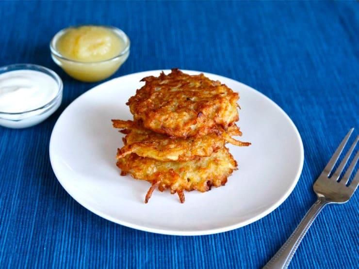 Receta de Janucá: latkés, tortitas de queso y papa