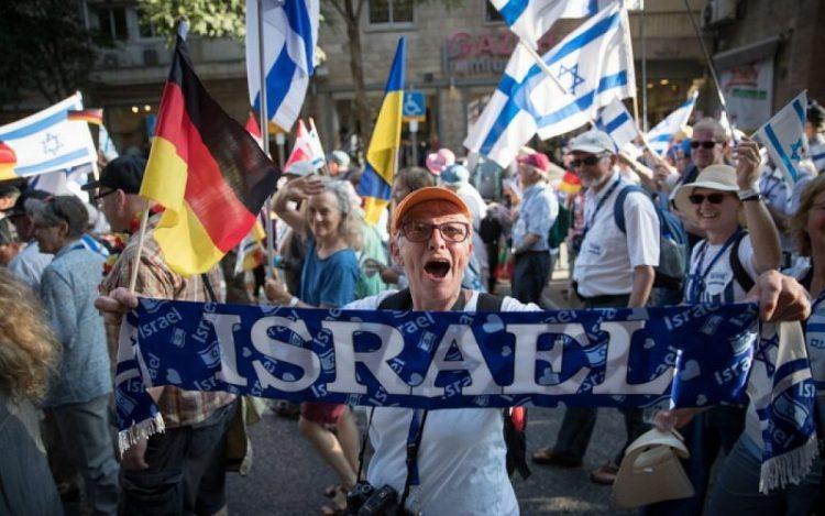 Vitoreando los 70 años de Israel, descendientes de nazis marchan en Jerusalén