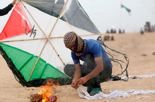 La cocina del terror: cómo se arman las cometas incendiarias que usan los palestinos contra Israel