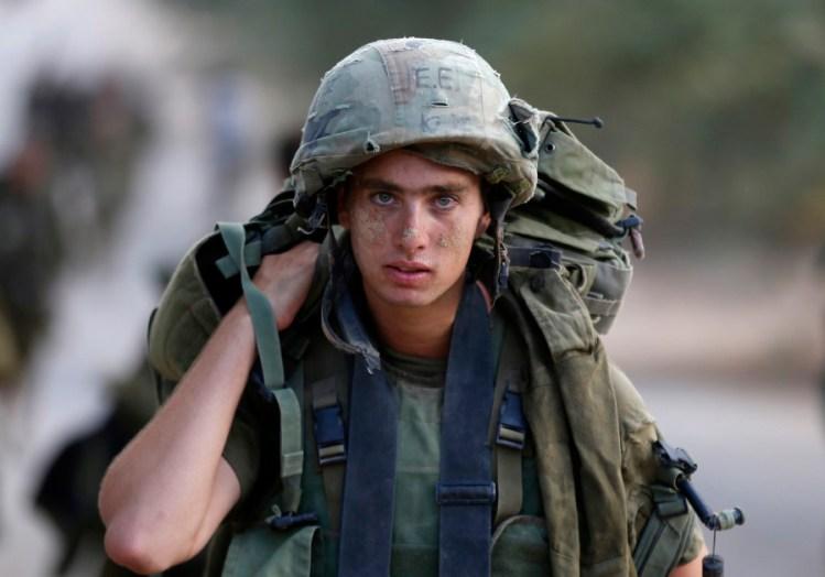 400 soldados de las FDI devuelven medallas recibidas en la Operación Margen Protector
