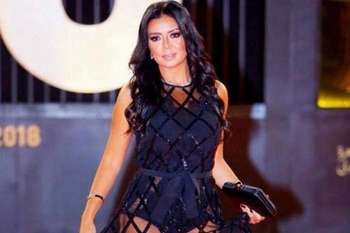 Actriz egipcia irá a juicio por usar vestido revelador