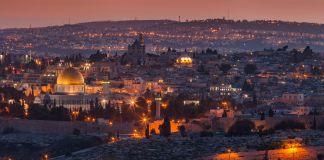 El recuerdo de aquella Jerusalén (idealizada, celestial, central del universo) logró el milagro de preservar el fuego esencial del judaísmo como nación