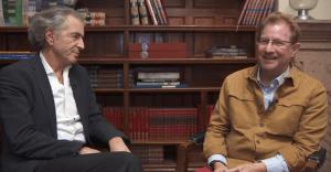 Como parte de las charlas de La Ciudad de las Ideas, Andrés Roemer entrevistó al filósofo, periodista y cineasta judió-francés, Bernard-Henri Lévy
