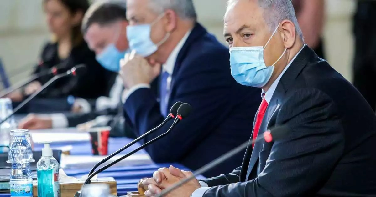 Israelíes protestan por repuesta a crisis causada por virus