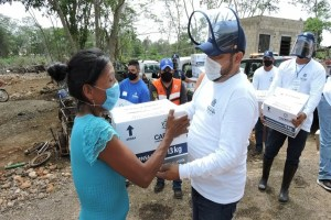 La fundación CADENA de la comunidad judía de México entregó despensas a familias que enfrentan dificultades por las graves lluvias en comunidades de Yucatán