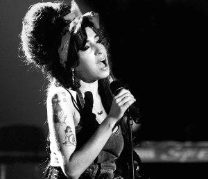 Hoy se cumplen nueve años desde la trágica muerte de la cantante Amy Winehouse, quien falleció como consecuencia de una ingesta fatal de alcohol y calmantes