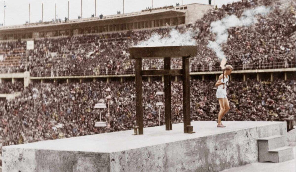 El COI publicó una serie de vídeo de distintas ediciones olímpicas y recibió duras críticas por incluir imágenes de Berlín 1936