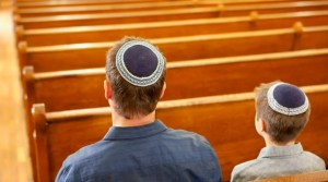 Durante la pandemia, 17% de judíos estadounidenses asistieron a servicios virtuales, leyeron las Escrituras o rezaron con menos frecuencia que otros