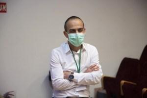 El funcionario israelí Ronni Gamzu durante una rueda de prensa gubernamental