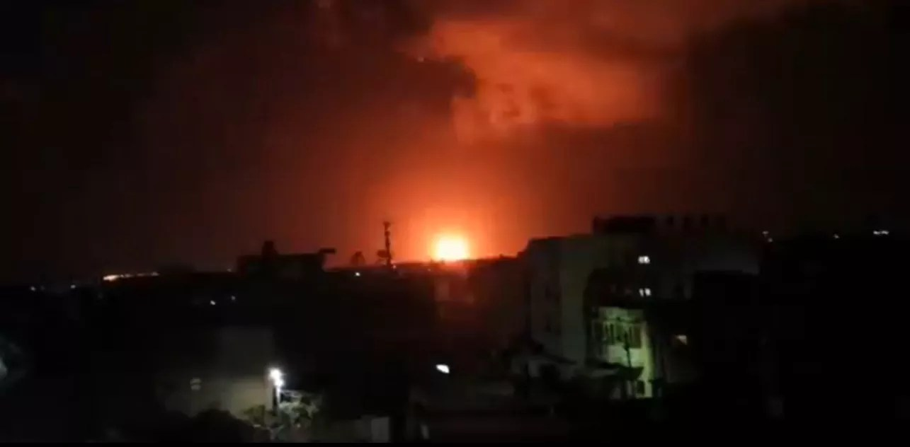 Momento del bombardeo de Israel contra una posición de Hamás en Gaza
