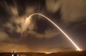 Momento del disparo de un misil por el Domo de Hierro de Israel