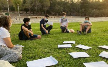 Alumnos israelíes realizan actividades escolares en espacios abiertos