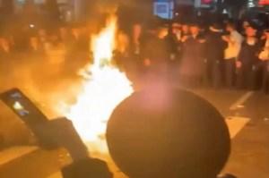 Judíos ultraortodoxos de Nueva York durante una protesta contra las reglas gubernamentales por COVID-19