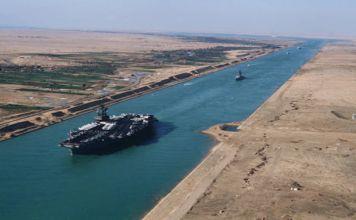 Todo comenzó cuando Gamal Abdel Nasser, Presidente de Egipto, nacionalizó el canal de Suez, hecho que afectaba a los propietarios: Inglaterra y Francia