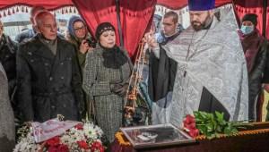 El ferétro del poeta judío Zmitrok Biadulia durante su sepultura cristiana